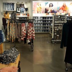 3e42fa24bdf American Eagle Outfitters - Outlet Stores - 48650 Seminole Dr ...