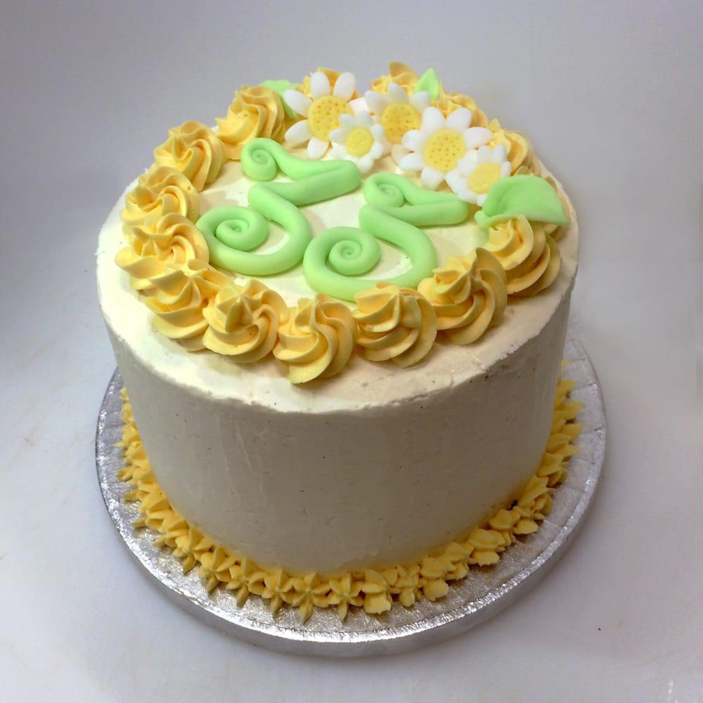 Un Altra Torta Di Compleanno Impasto Al Cioccolato Decorazioni In