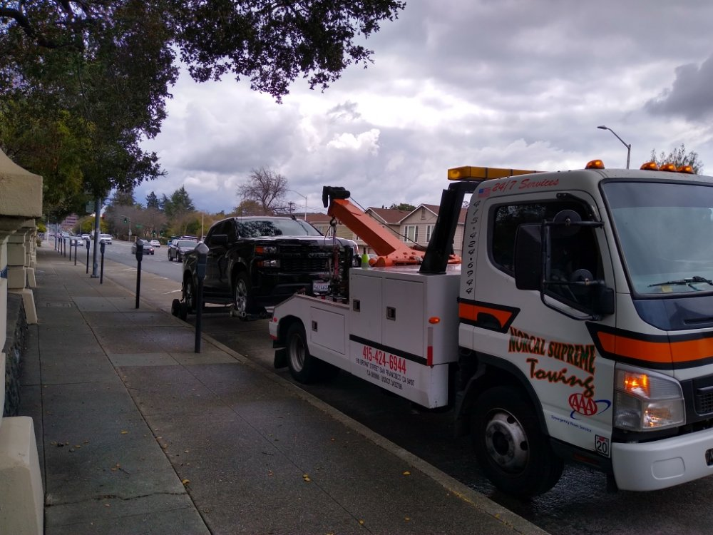 Towing business in Tiburon, CA