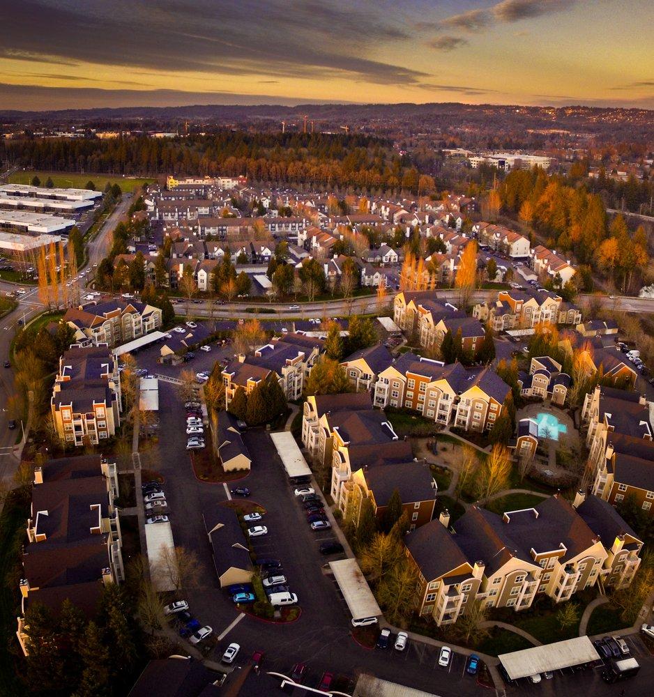 Center Pointe Apartment Homes: 15290 SW Millikan Way, Beaverton, OR