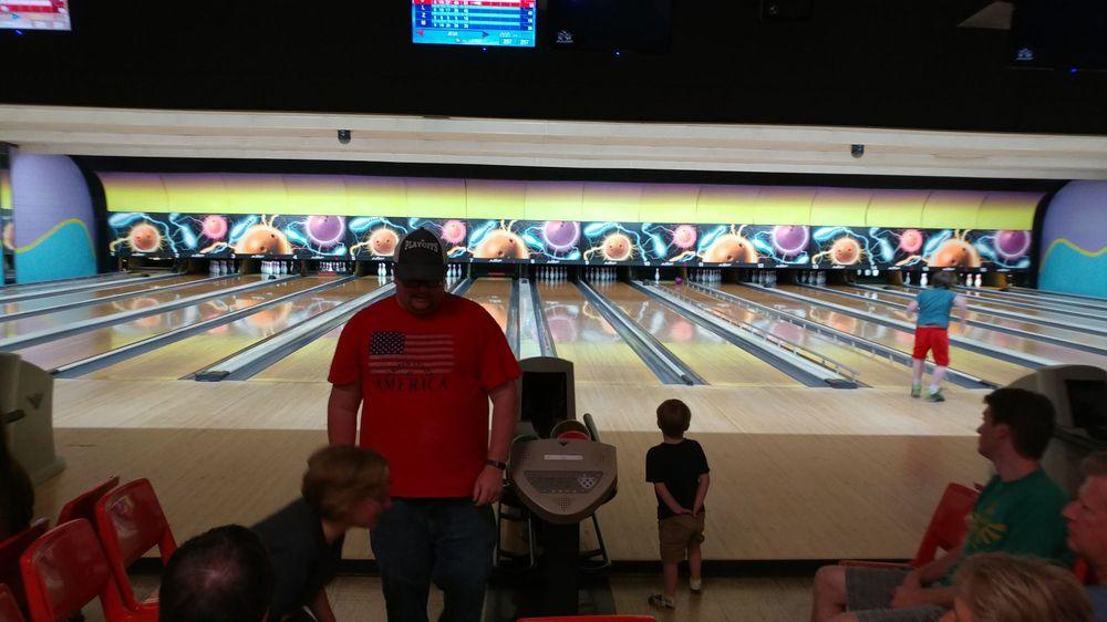 Durbin Bowl: 158 Front St, Lawrenceburg, IN