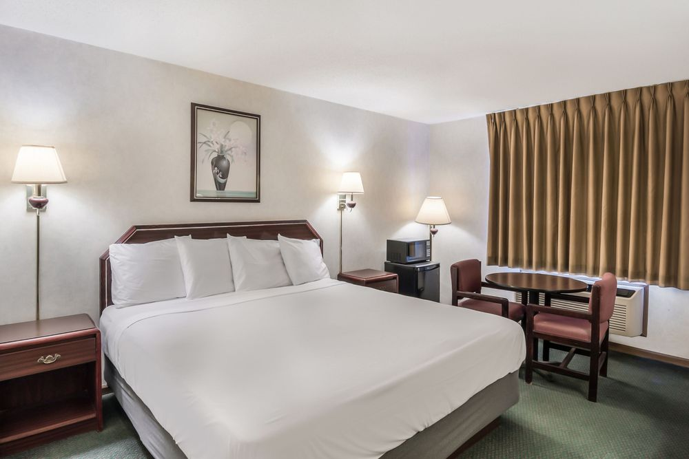 Americas Best Value Inn Wenona: 5 Cavalry Drive, Wenona, IL