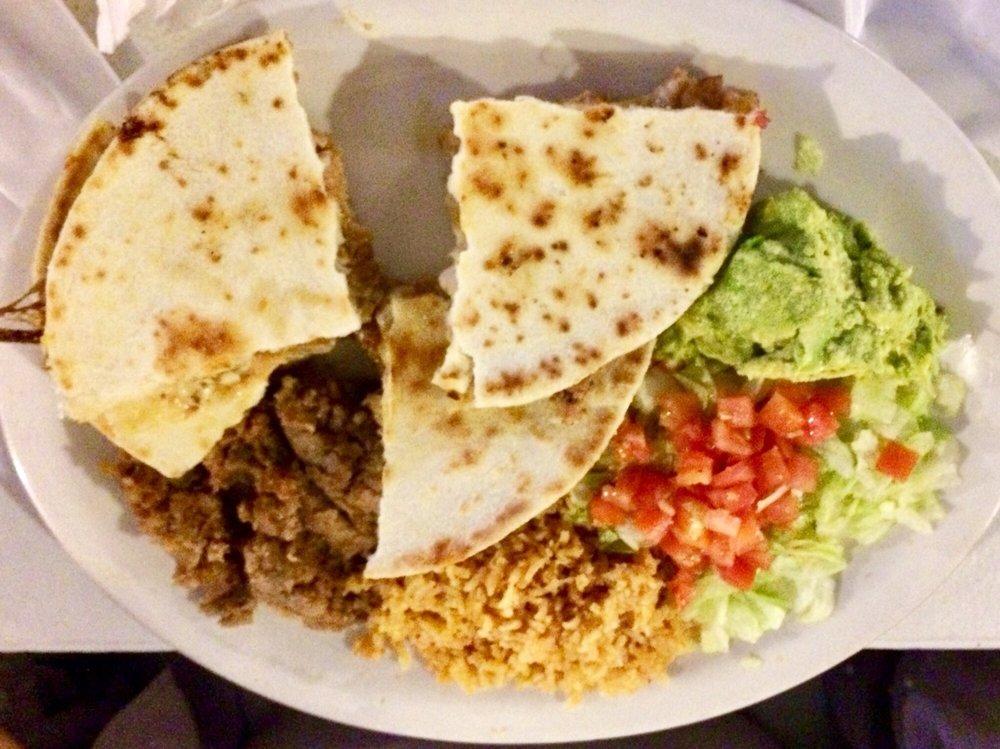 Yomi's Restaurant: 14560 E US Hwy 57, Batesville, TX