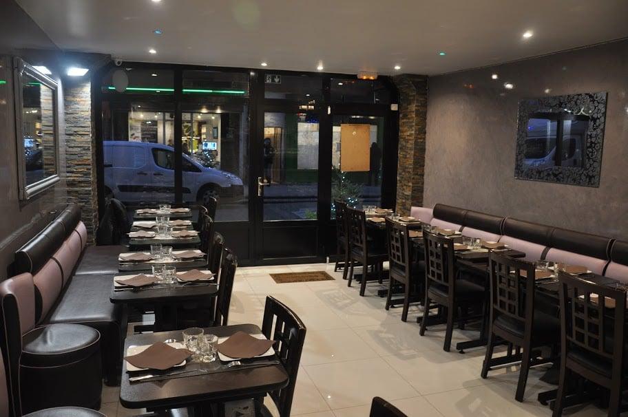 Serveur Restaurant J Y Go Paris