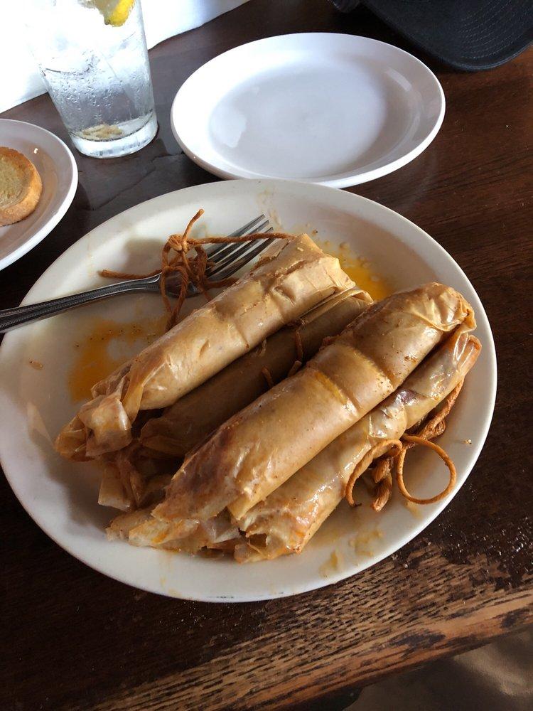 Doe's Eat Place: 136 Broadway, Paducah, KY