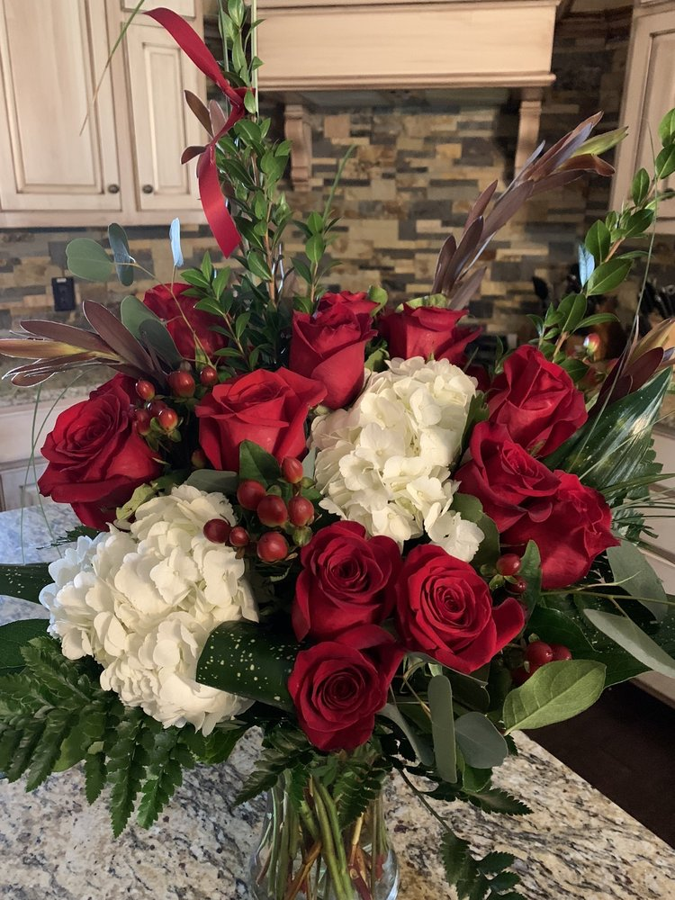 The Flower Basket: 1301 3rd St, Floresville, TX