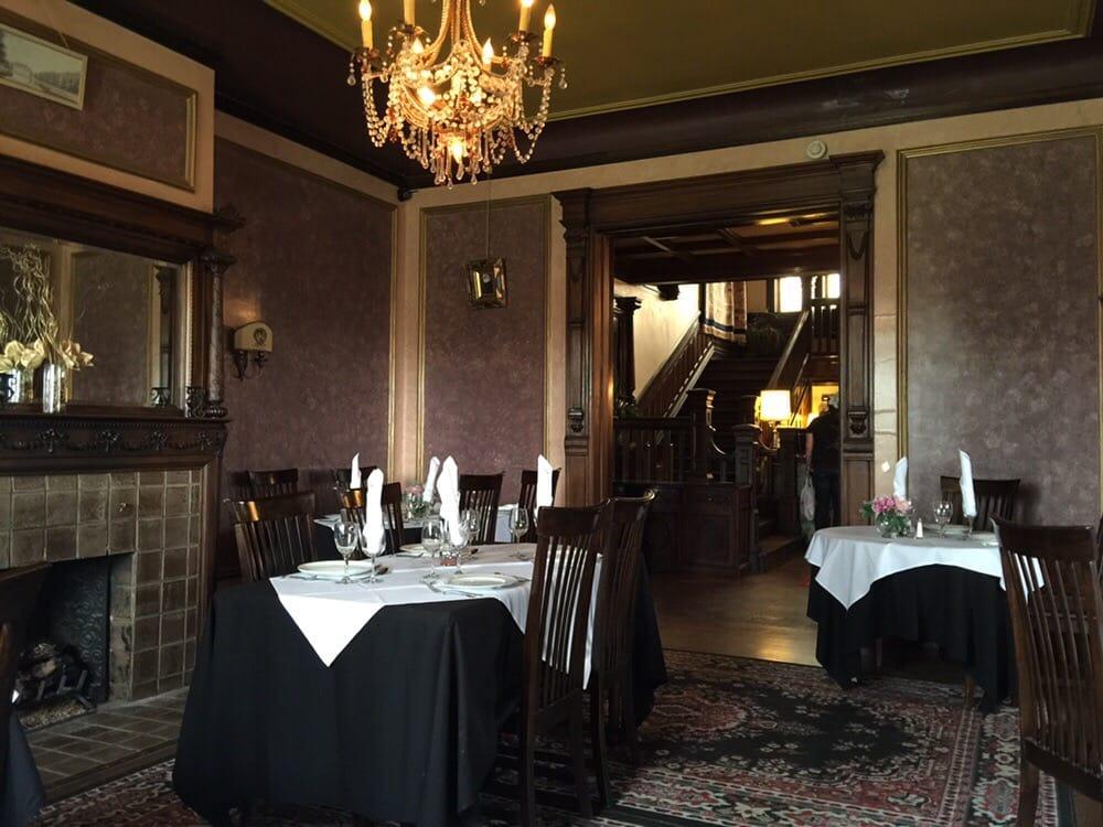 The henderson castle restaurant 39 21 100 for Cuisine 1300 monroe mi