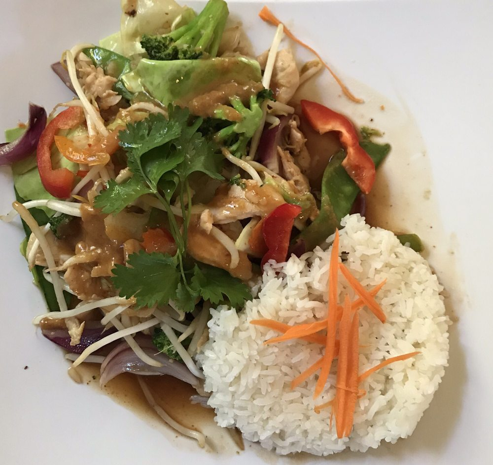 Nattamit Thai Restaurant: 9001 Pacific Ave NW, Silverdale, WA