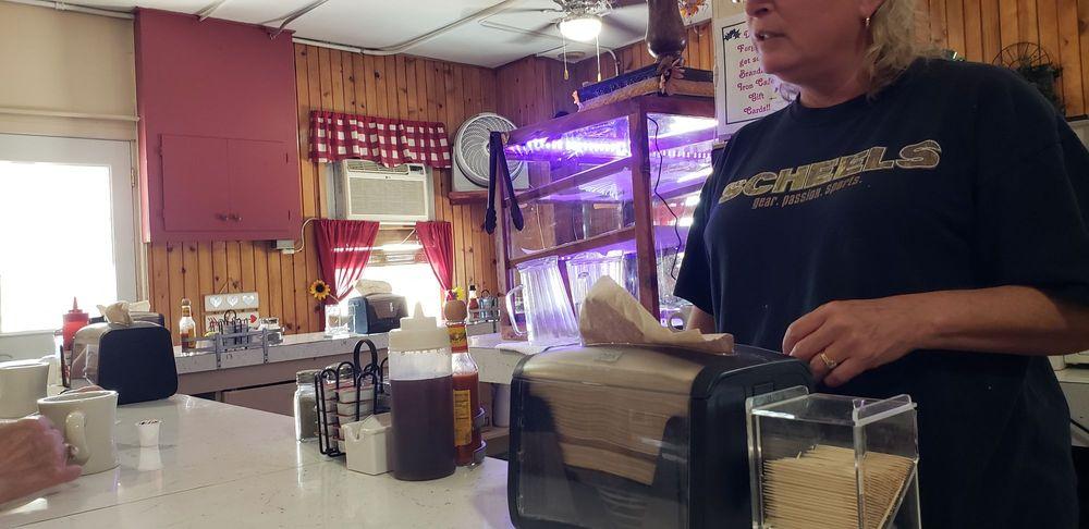 Branding Iron Cafe: 636 E 1st St, Wahoo, NE