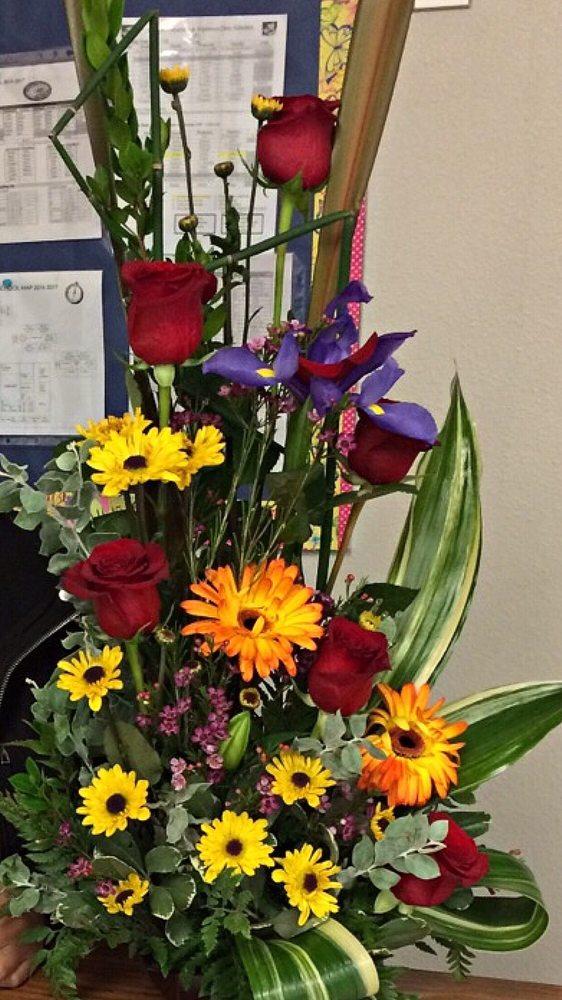 Jhassel's Floreria Y Regalos: 520 N Archibald St, San Luis, AZ