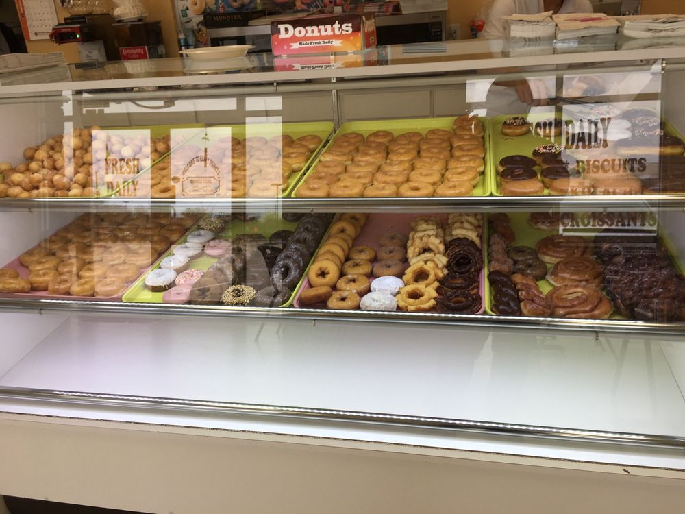 Happy Donuts: 6400 Walden Rd, Beaumont, TX