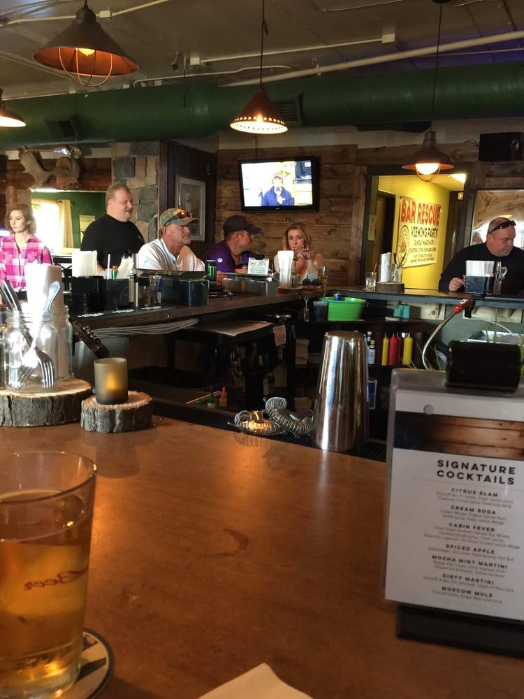 Boulder Lodge Bar & Grill: 18919 Lake George Blvd, Oak Grove, MN