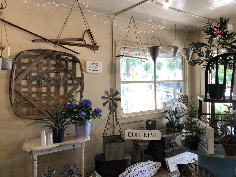 Ashley's Garden: 132 Morgan St, Senoia, GA