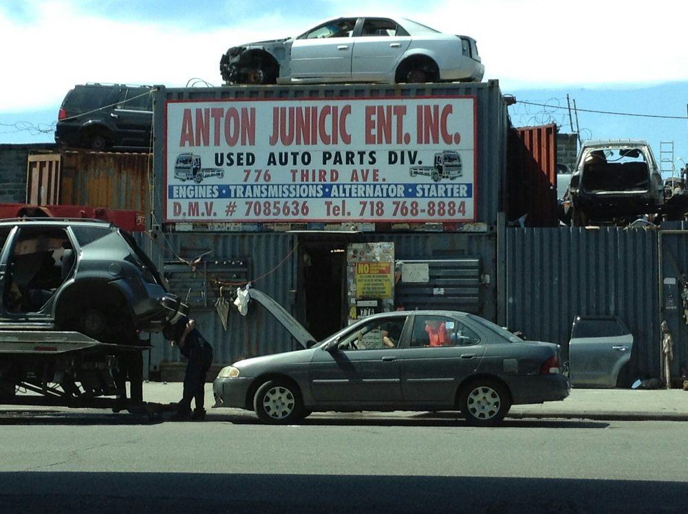 Dicks Auto Wracking Park Stromschnellen
