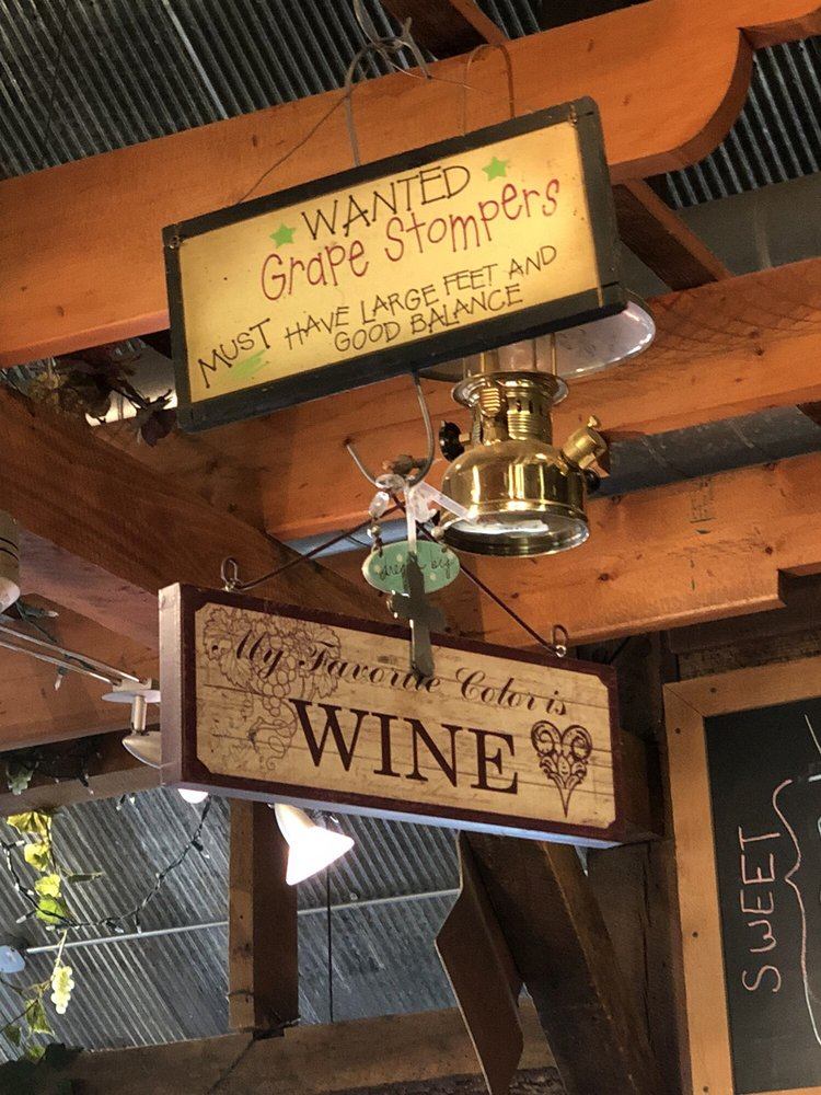 Red Fox Winery & Vineyards: 1422 NW 800th Rd, Urich, MO