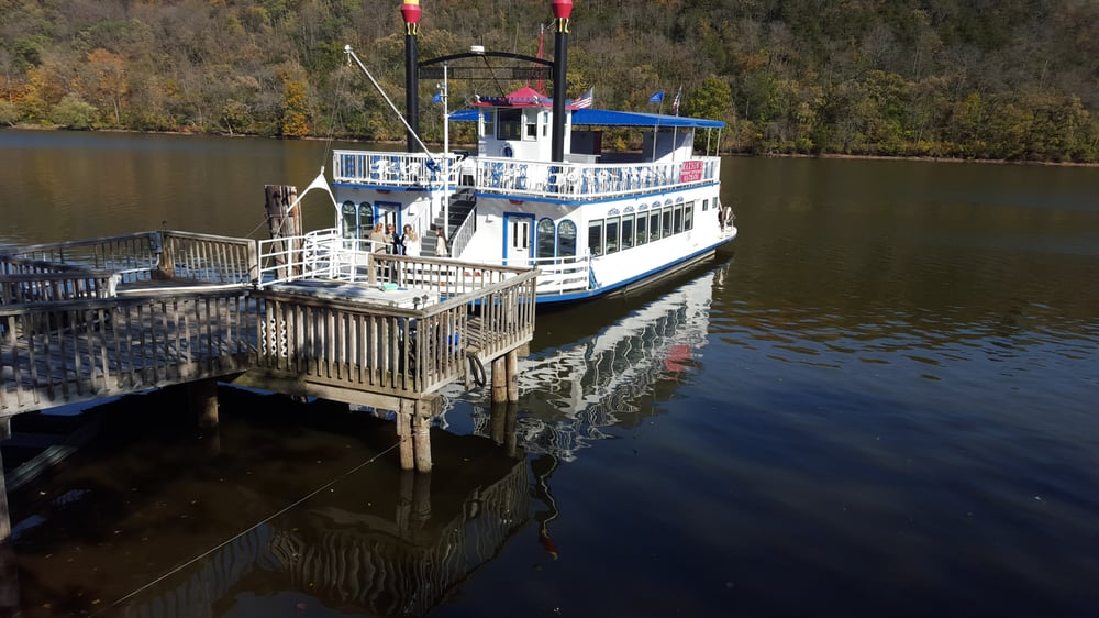 Maxson Restaurant and Riverboat: 1469 North Il Rt 2, Oregon, IL