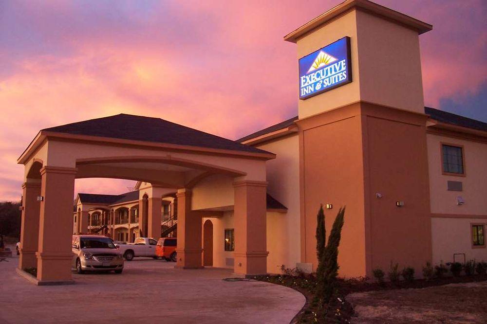 Executive Inn & Suites: 1606 N Main St, Jewett, TX