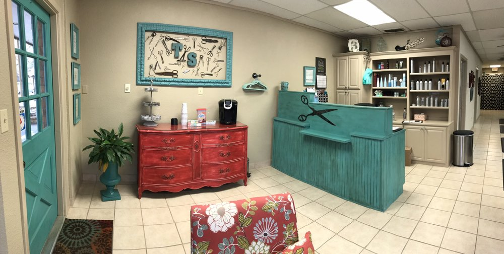 Turquoise Scissors: 100 N Pendell Ave, Cleburne, TX