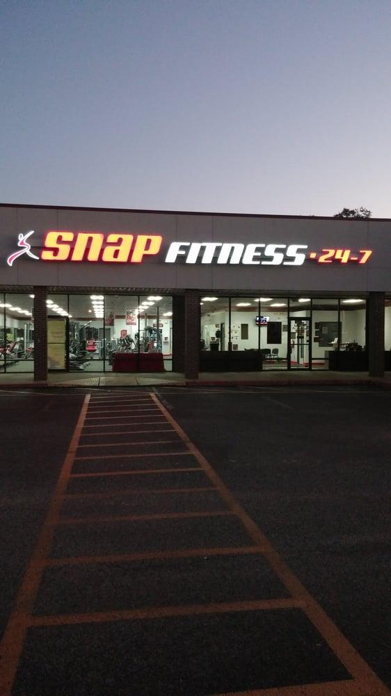 Snap Fitness: 1715 E Houston St, Cleveland, TX