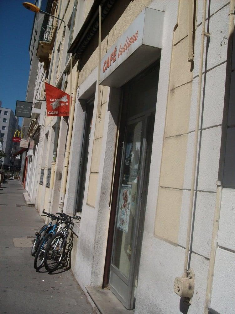 La crois e des jeux magasin de jouets 11 rue for Garage rue des bienvenus villeurbanne