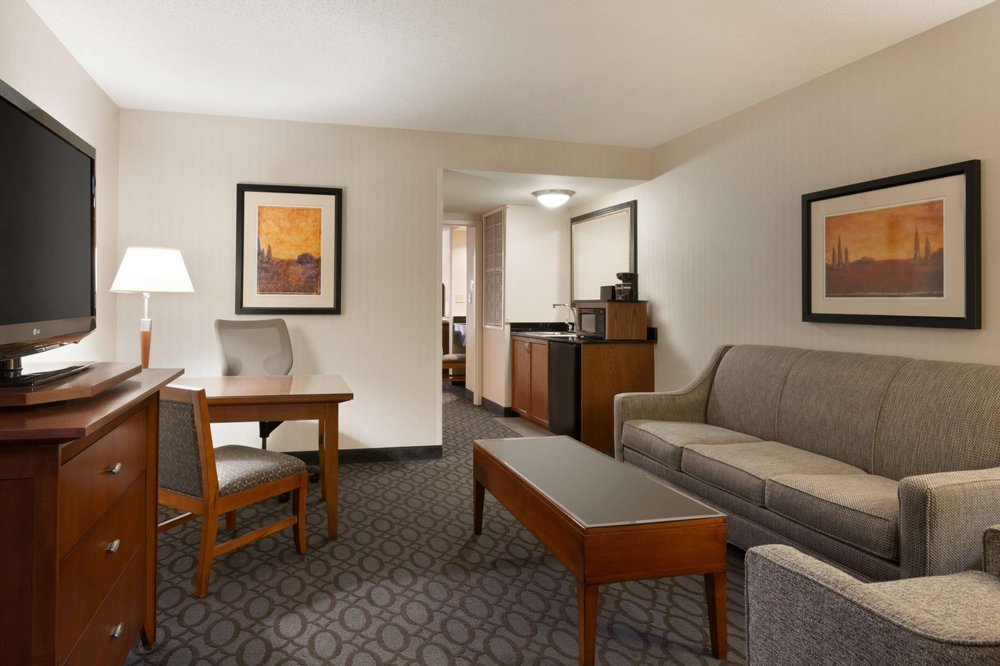 Embassy Suites by Hilton Dulles North Loudoun: 44610 Waxpool Rd, Dulles, VA