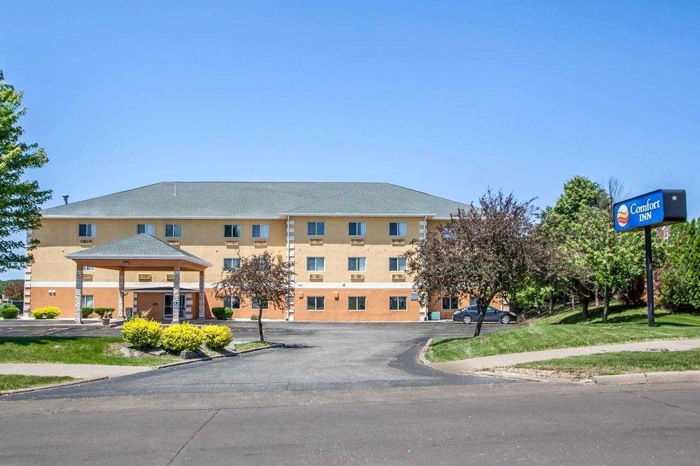 Comfort Inn: 115 Cleveland St, Muscatine, IA