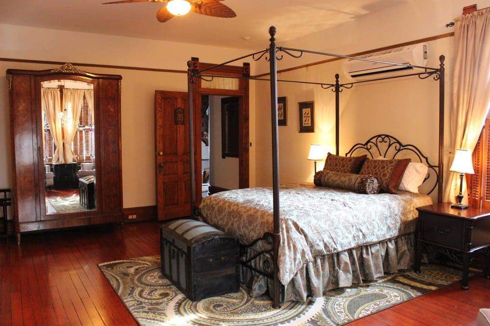 Gage Mansion: 317 Penn St, Huntingdon, PA