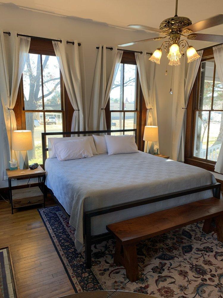 Alpine Bed and Breakfast: 403 N 8th St, Alpine, TX