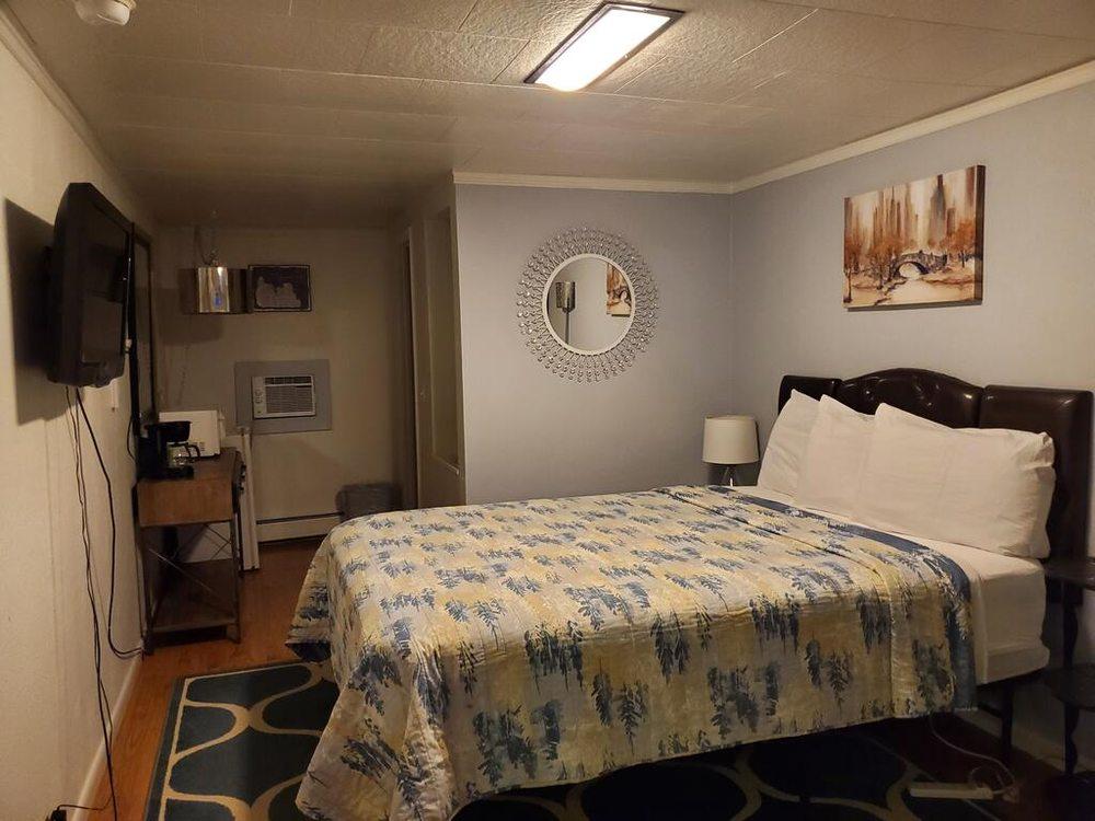 Sage Motel: 1009 N 6th St, Greybull, WY
