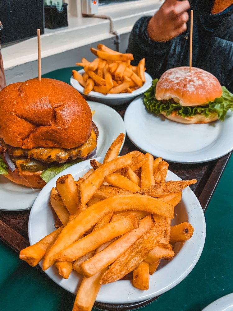 Happy Burger Diner: 5120 State Hwy 140, Mariposa, CA
