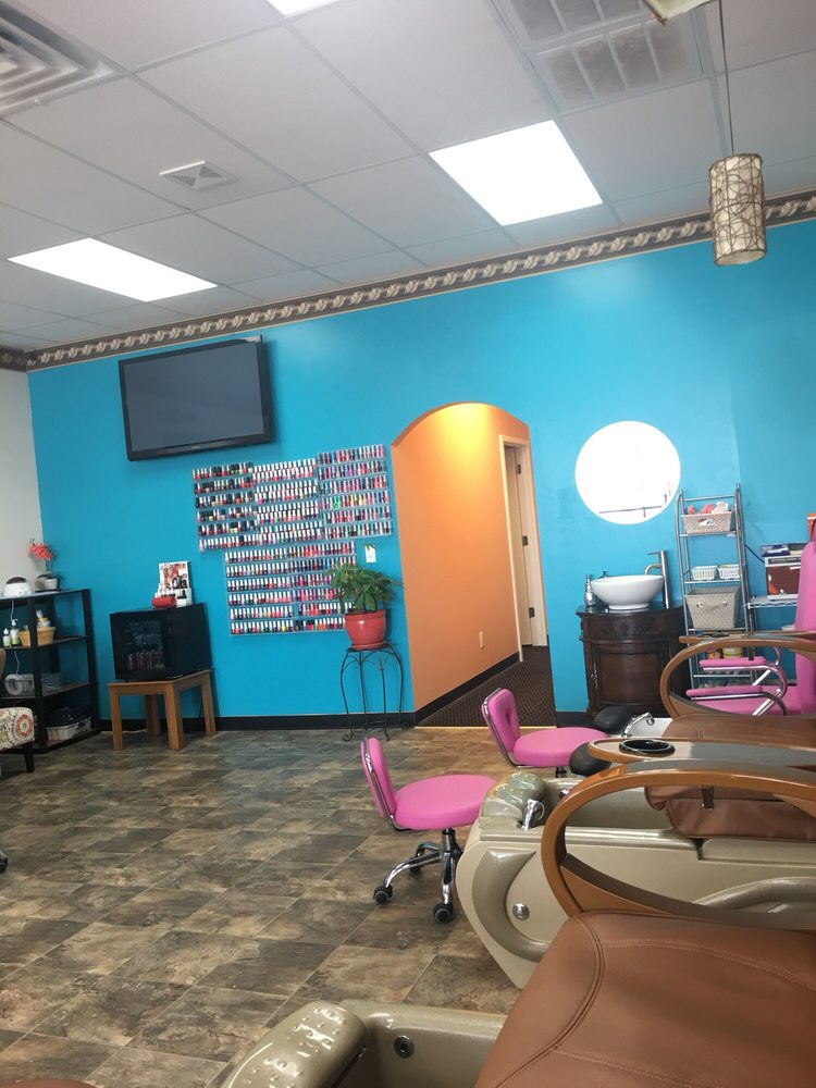 Photo of Paradise Nails: Perry, IA