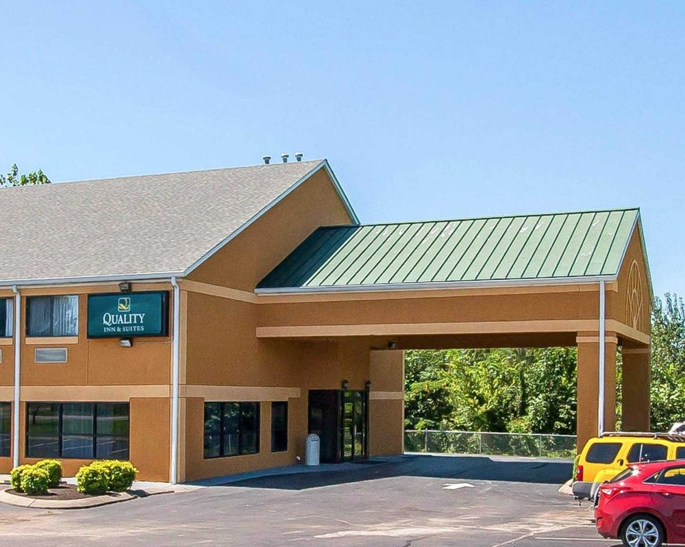 Quality Inn & Suites: 634 David St, Centerville, TN
