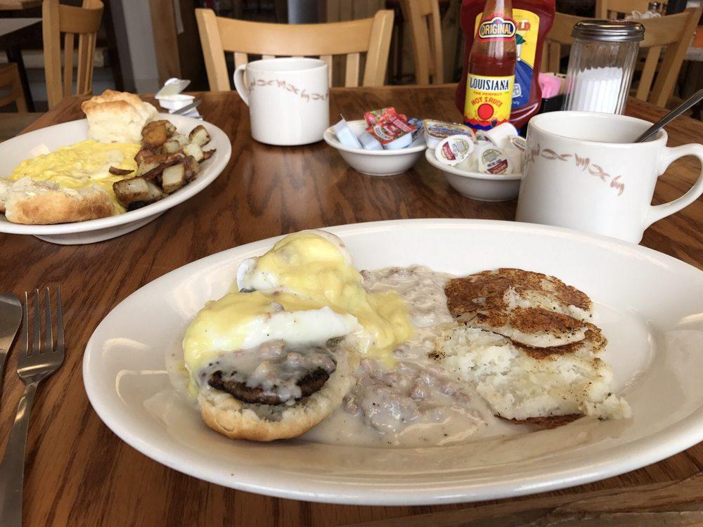 Katiepie's Country Kitchen: 1511 Nashville Hwy, Columbia, TN