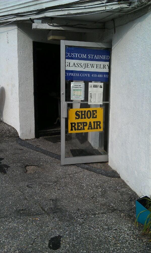 RM Shoe Repair: 9090 Frederick Rd, Ellicott City, MD