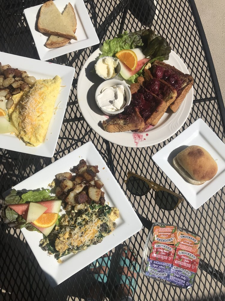 Graeagle Meadows Clubhouse Restaurant: 6934 Hwy 89, Graeagle, CA