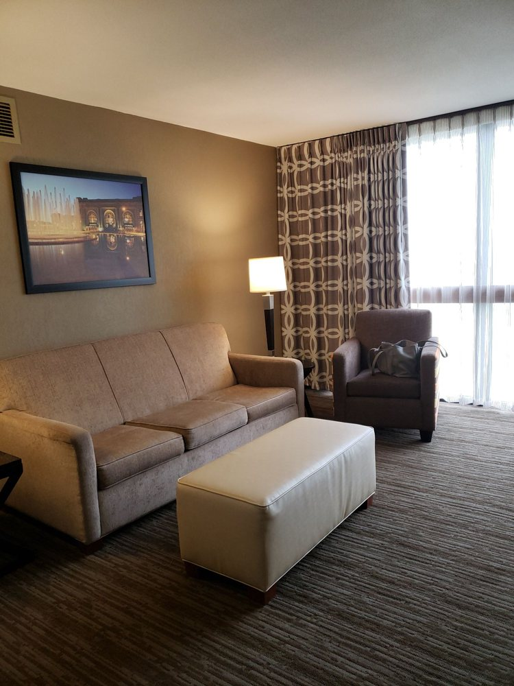 Drury Inn & Suites - Kansas City Airport