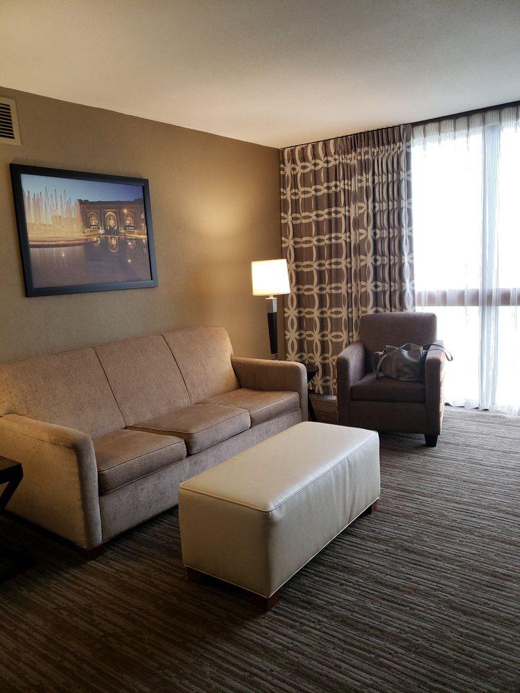 Drury Inn & Suites - Kansas City Airport