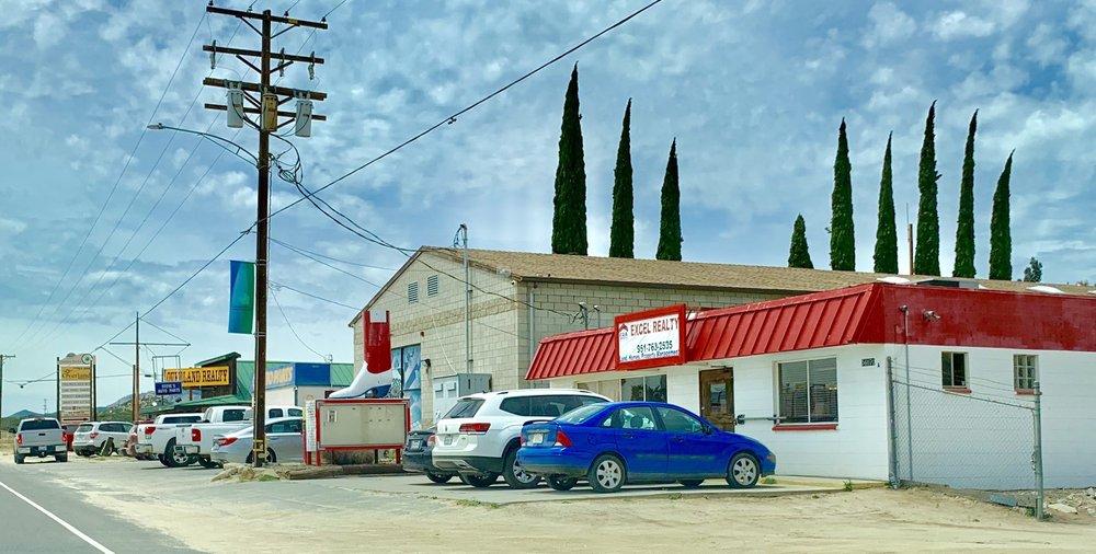 Lorraine's Pet Supply: 56070 Hwy 371, Anza, CA