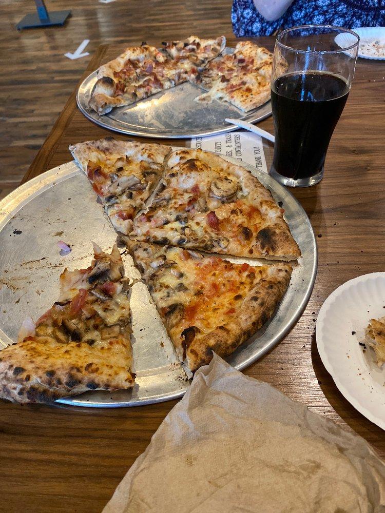Hog Hollow Wood Fired Pizza: 321 W Main St, Burnsville, NC
