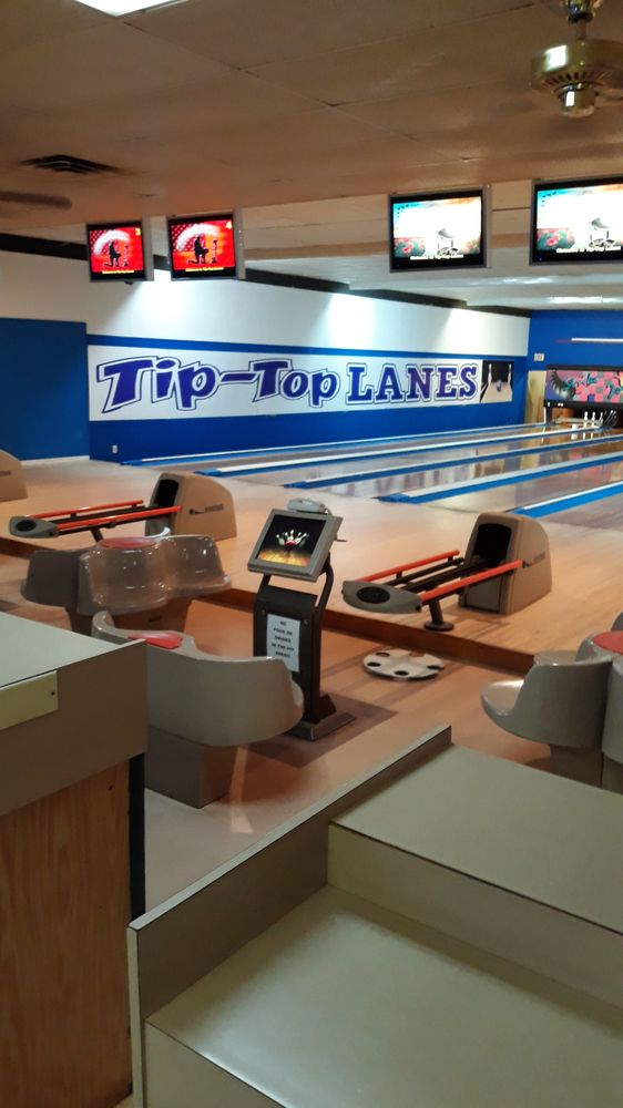 Tip Top Lanes: 321 Veterans Ln, Seven Points, TX