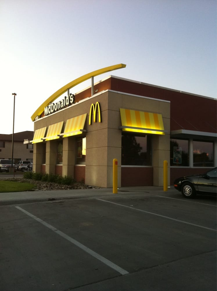 McDonald's: 817 20th St SW, Jamestown, ND