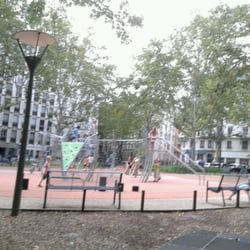 aire de jeux aristide briand playgrounds 5 place aristide briand saxe gambetta lyon. Black Bedroom Furniture Sets. Home Design Ideas