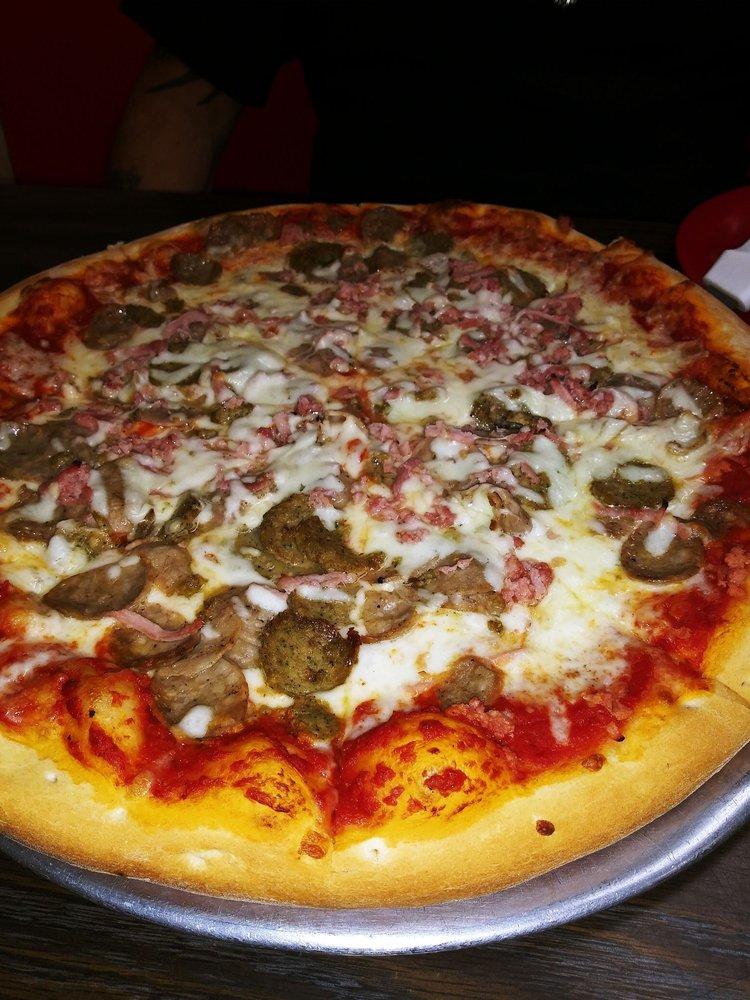 Luigi's Pizza and Italian Restaurant: 3138 N Woodland Blvd, Deland, FL