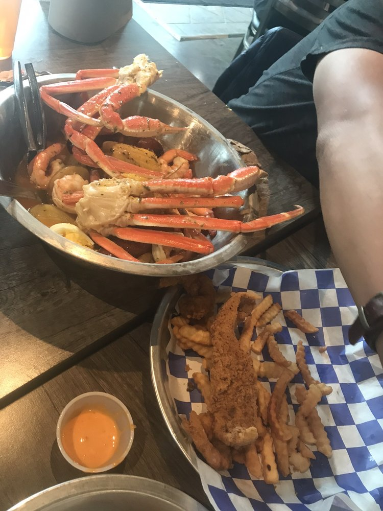 Krustaceans Seafood: 947 New Hampshire St, Lawrence, KS