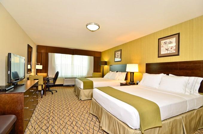 Holiday Inn Express & Suites - Williston: 415 38th St W, Williston, ND
