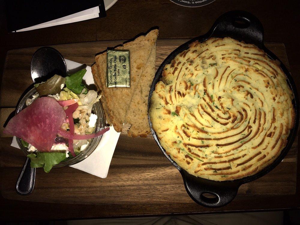 Fado Irish Pub: 100 W Grand Ave, Chicago, IL