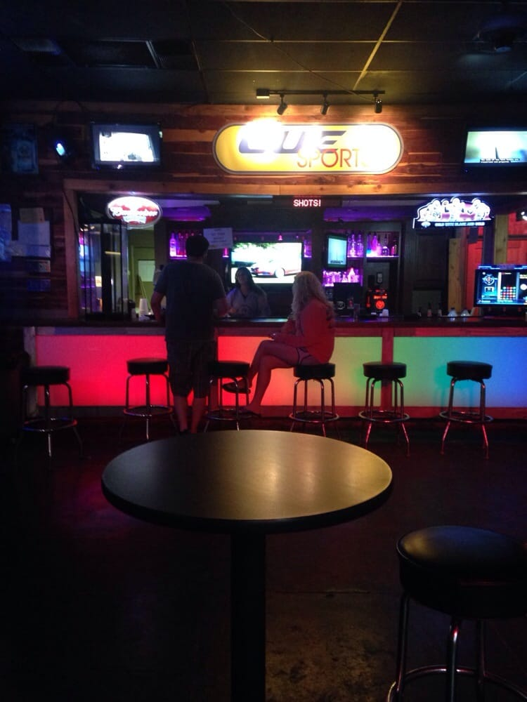 Cue Sports: 380 W 6th St, Thibodaux, LA