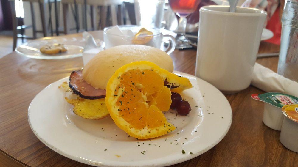 Der Bake Oven Bakery & Café: 4766 State Rte 39, Berlin, OH