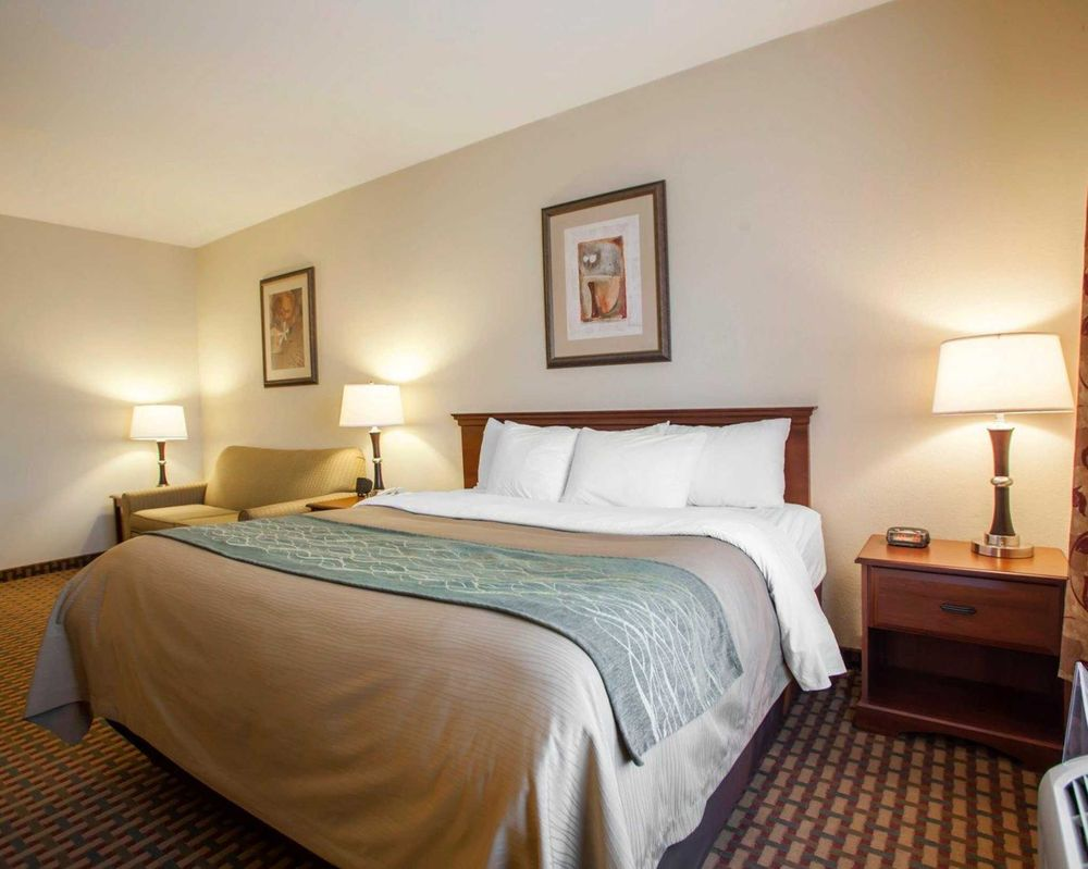 Comfort Inn & Suites: 2304 South Commercial St, Harrisonville, MO