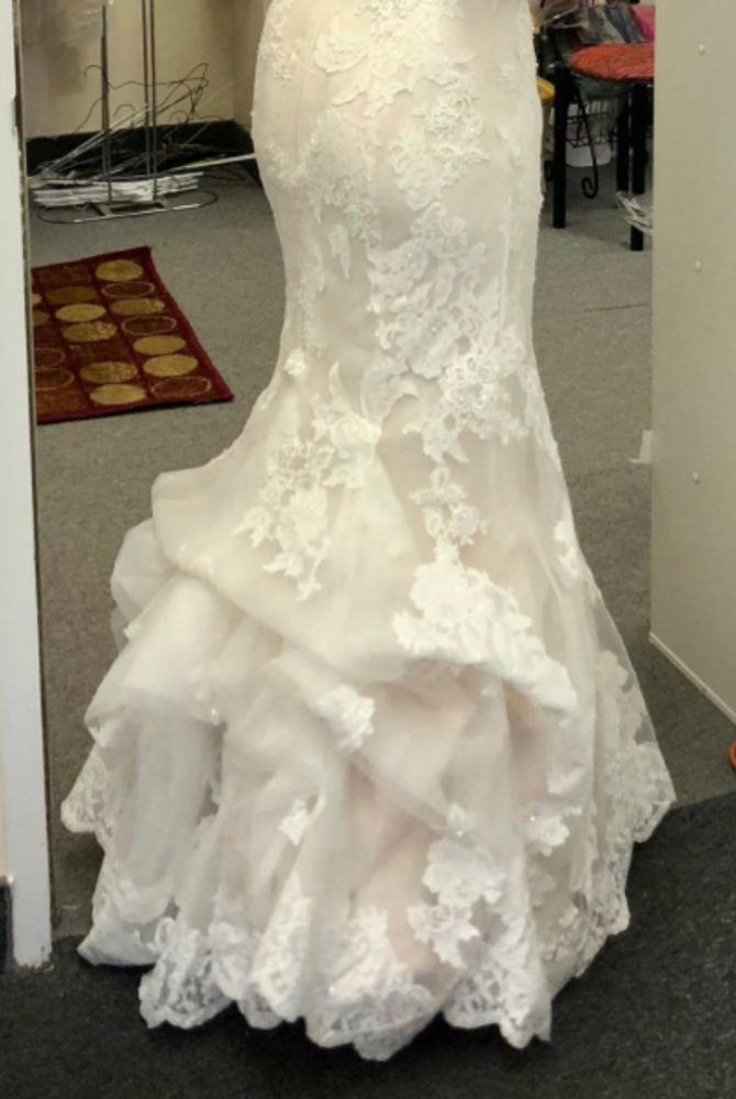 Judith's Boutique and Alteration: 226 Maple Ave W, Vienna, VA
